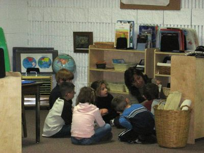 Preschoolers Learning Spanish in a Small Group